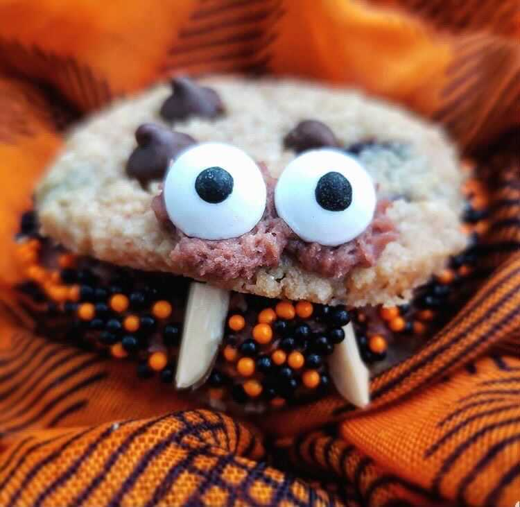 halloween chocolate chip cookie sandwich